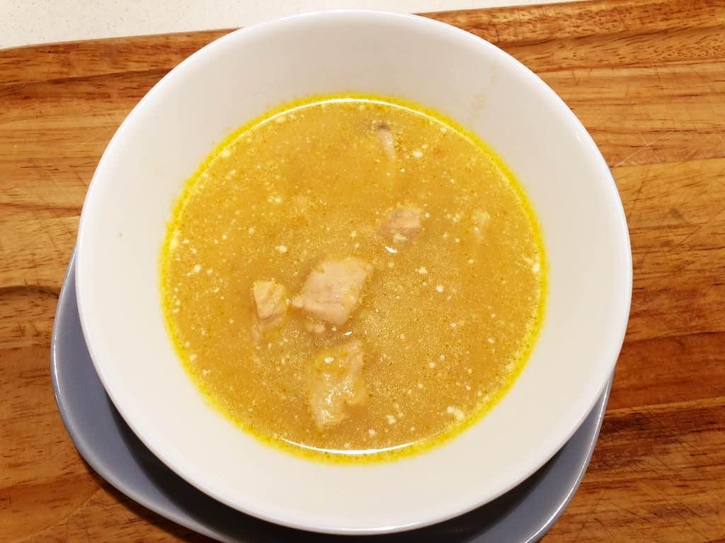 ciotola zuppa salmone