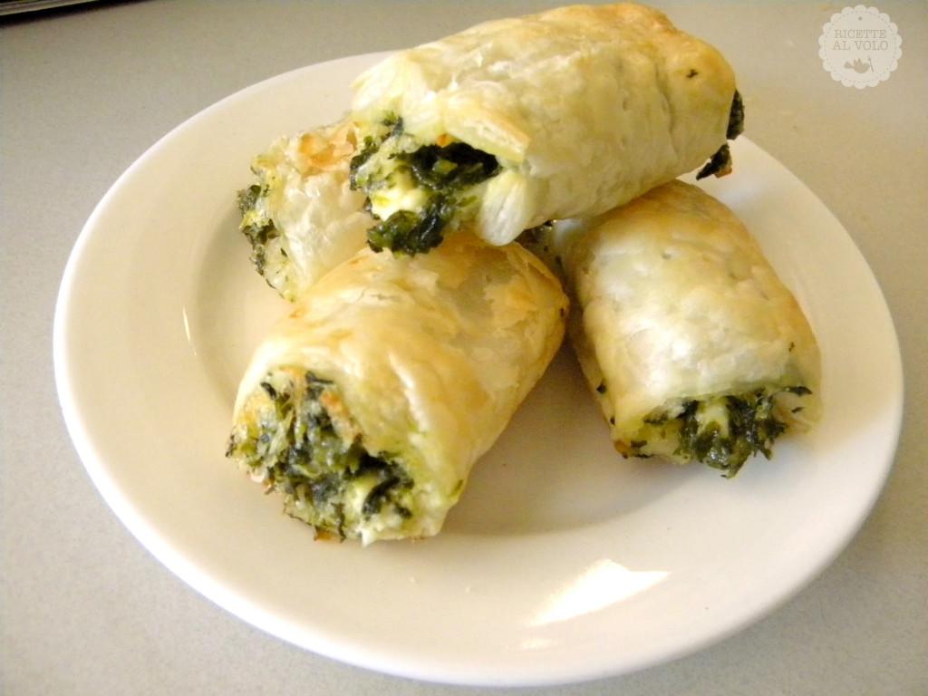 Rotolini di pasta sfoglia spinaci e mozzarella