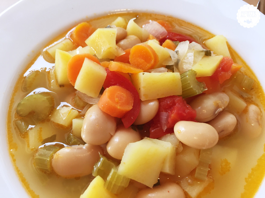 Zuppa di verdure semplice al microonde