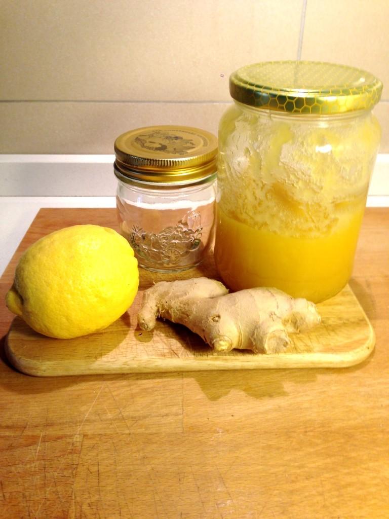 Sciroppo per la tosse al miele con limone e zenzero