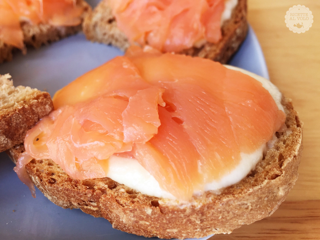 Crostini caldi al salmone