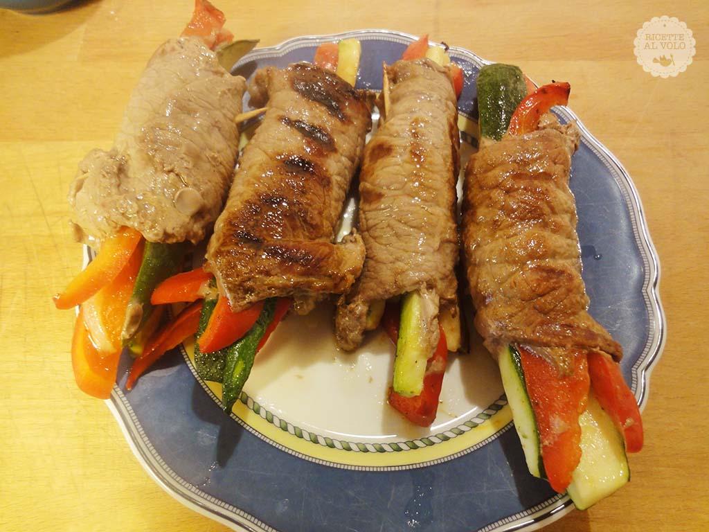 Involtini di carne ripieni di verdure ricette al volo for Ricette di verdure