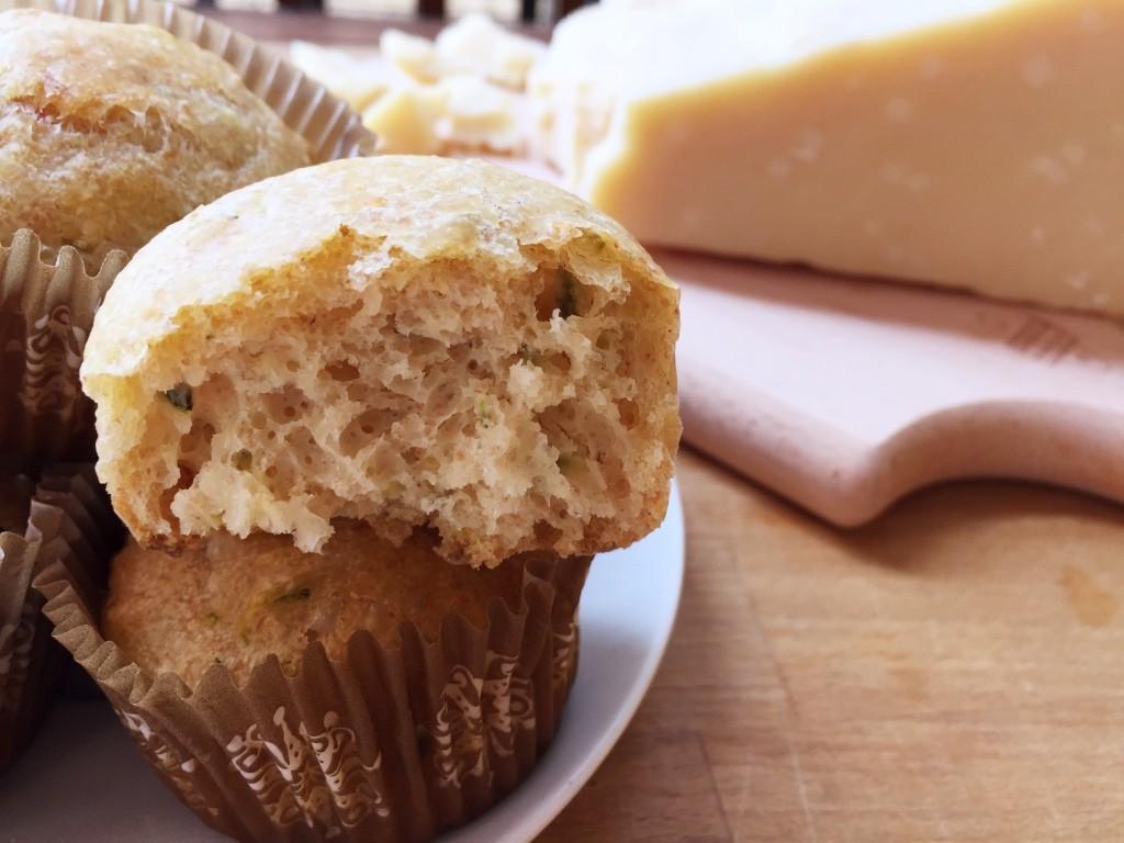 Muffin salati con zucchine e grana