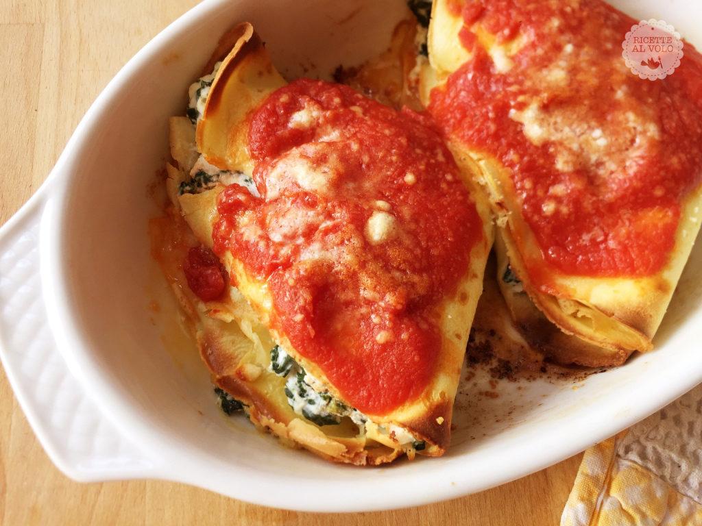 Crespelle con ricotta e spinaci al sugo