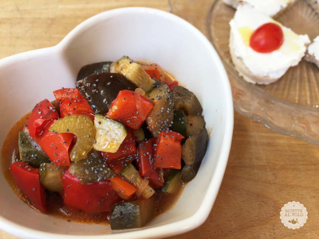 Caponata tiepida di verdure al papavero con crostini alla ricotta