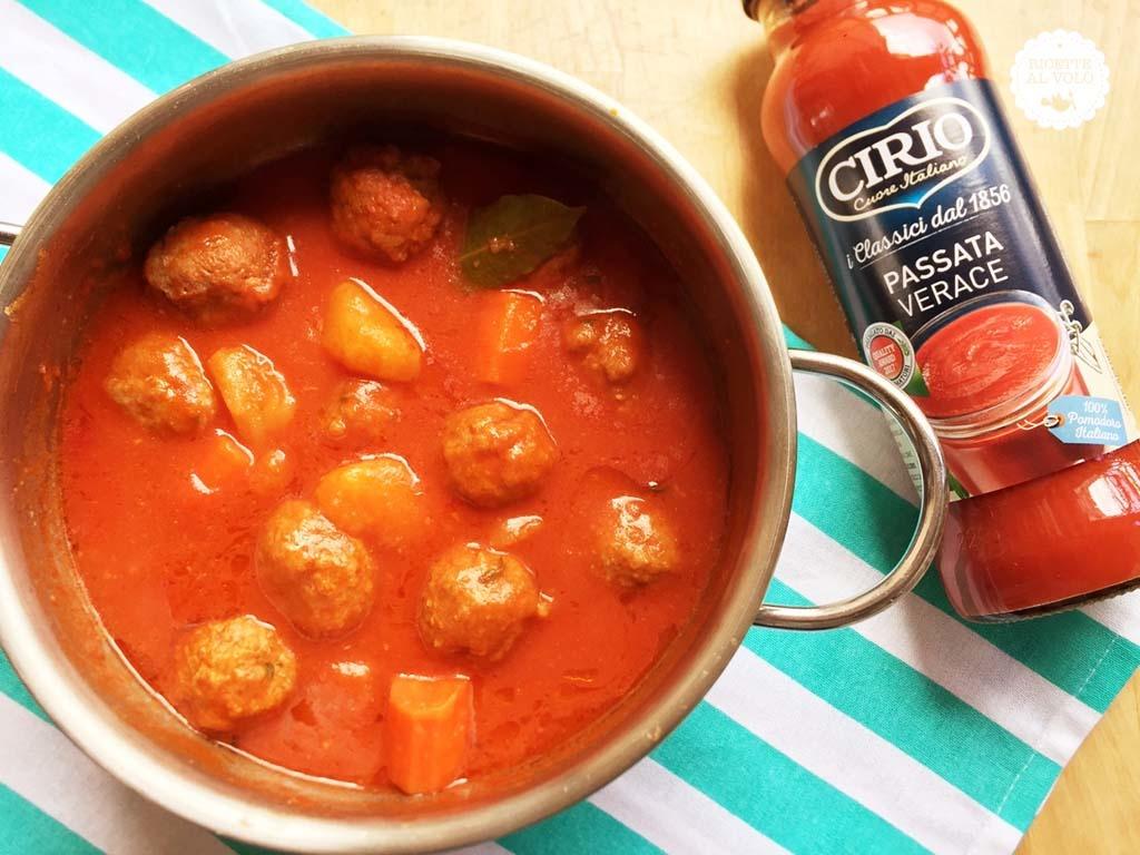 polpette al sugo con patate e carote