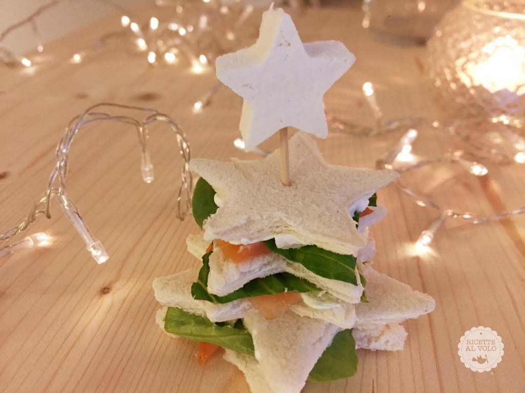 Tramezzini natalizi con salmone e robiola