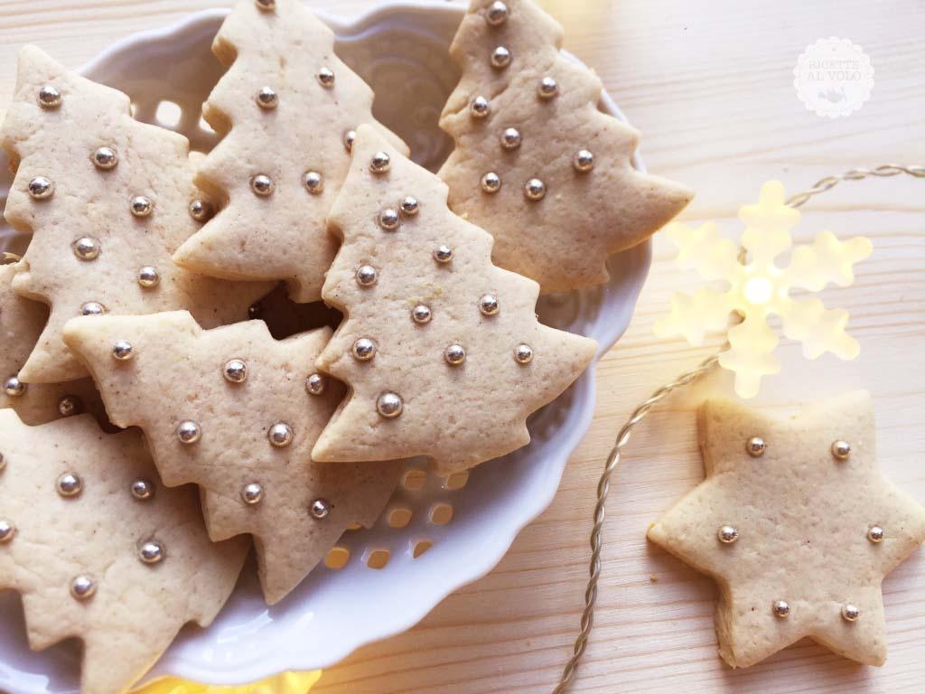 Biscotti natalizi con zenzero fresco, cannella e noci