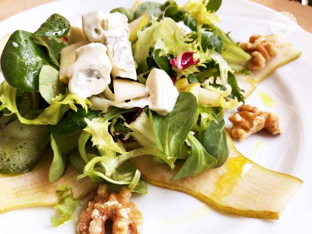 Insalata con pere, noci e gorgonzola