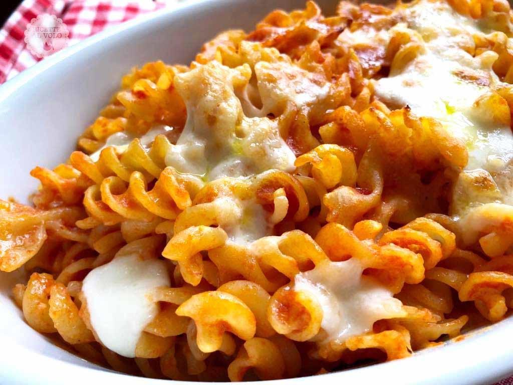 Pasta gratinata al forno con mozzarella
