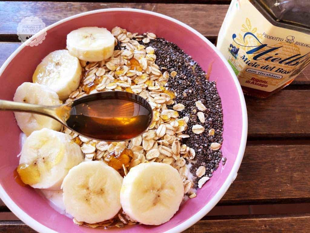 Colazione proteica dolce con yogurt greco