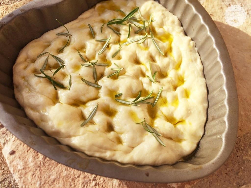 Pizza all'olio con rosmarino ricetta per macchina del pane