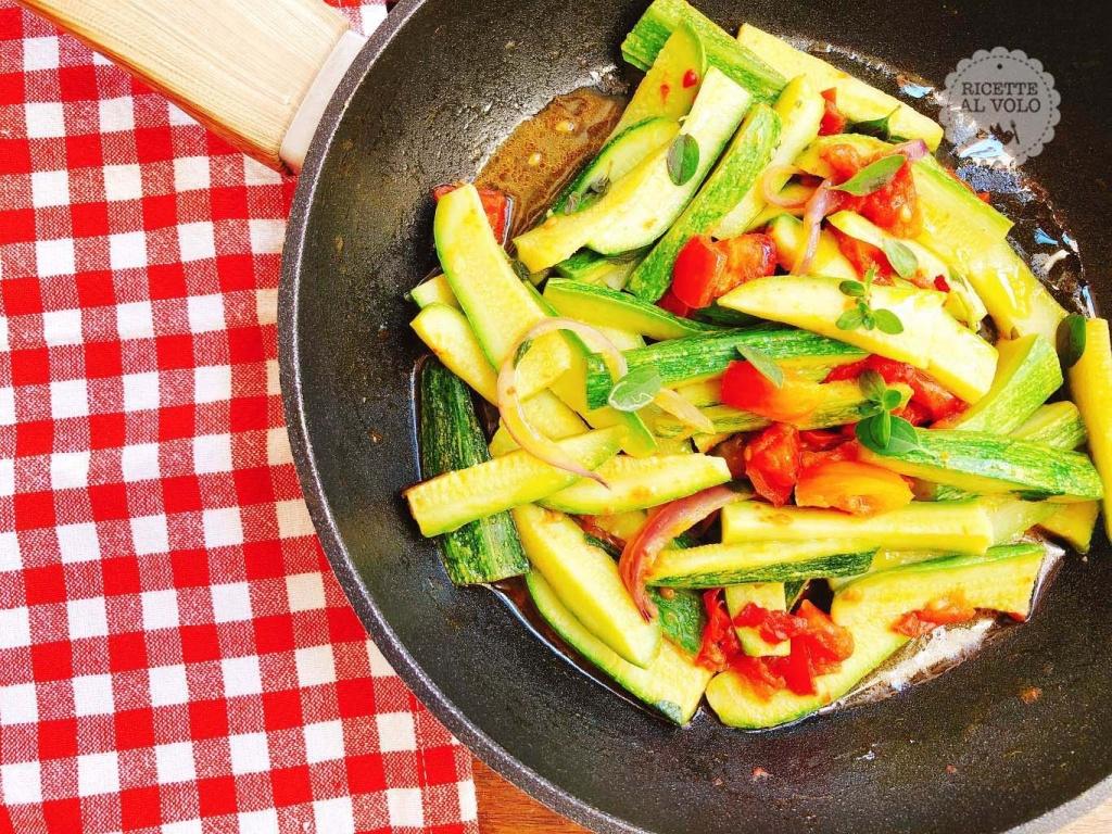 Zucchine trifolate in padella alla curcuma