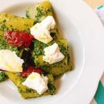 piatto bianco con pasta e ricotta