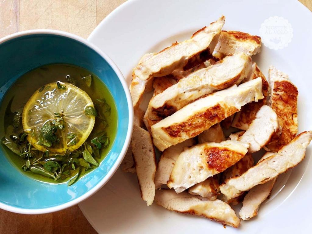 Tagliata di petto di pollo alle erbe aromatiche