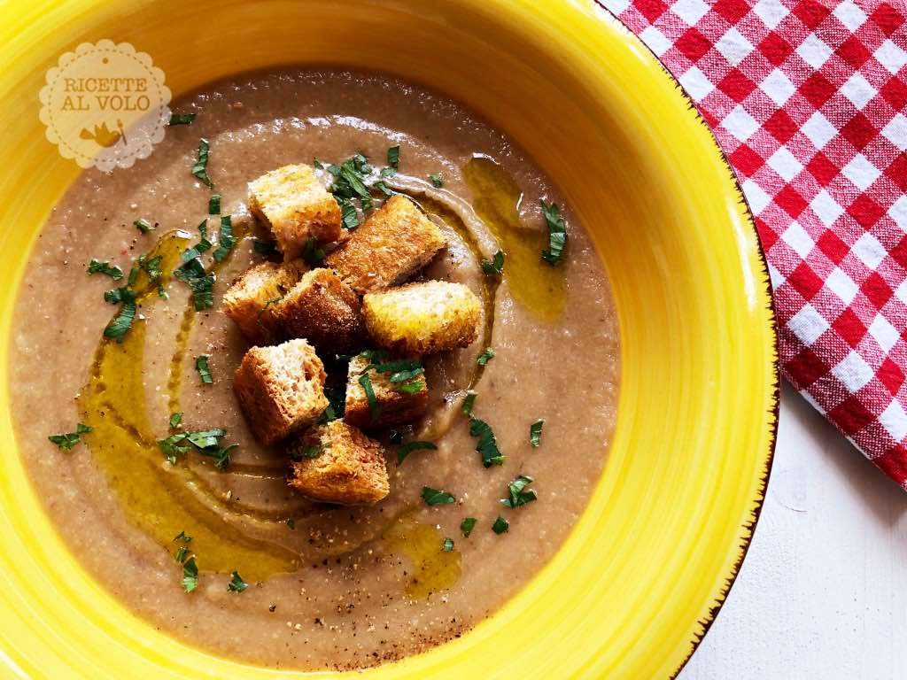 Vellutata di funghi e patate con crostini dorati