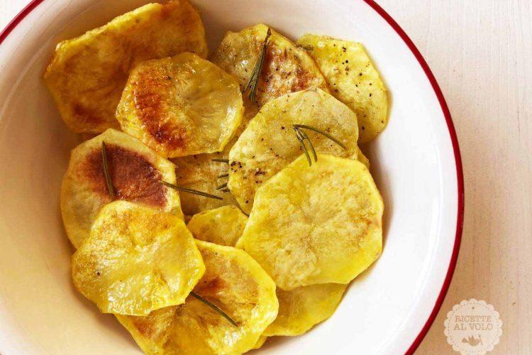 huge discount f57ac 4a936 Ricetta Patatine croccanti al microonde Crisp - Ricette al Volo