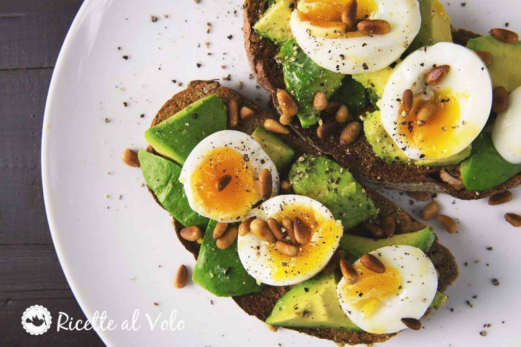 Avocado toast ricetta facile con uova
