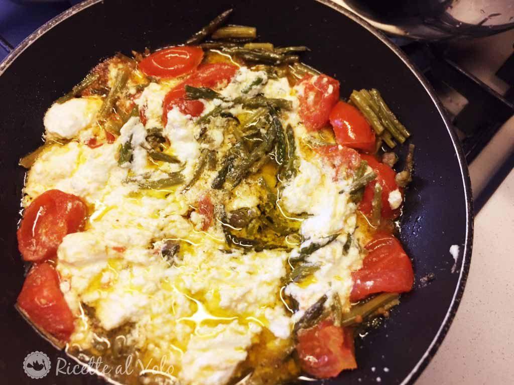 Pasta integrale con ricotta, asparagi e pomodorini