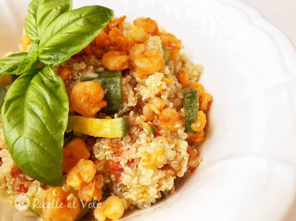 Insalata di quinoa, gamberetti e zucchine