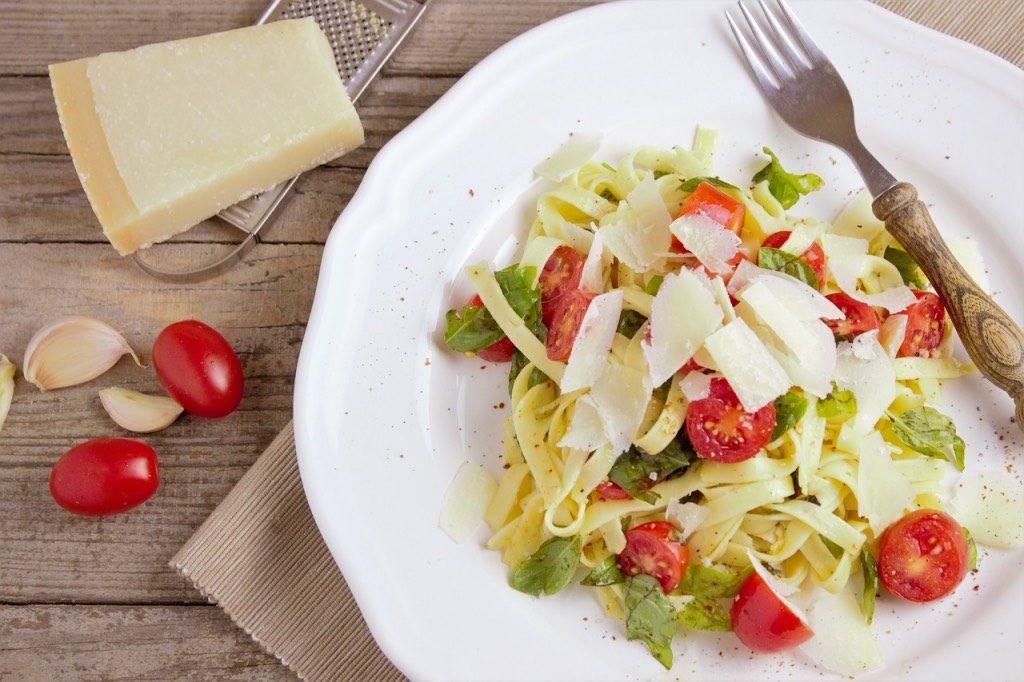 Tagliatelle con pomodorini e grana piatto estivo
