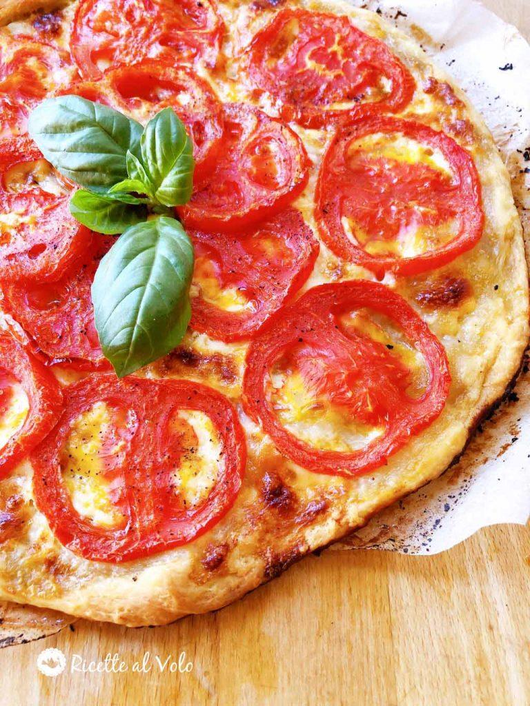 Torta salata con pomodori e stracchino