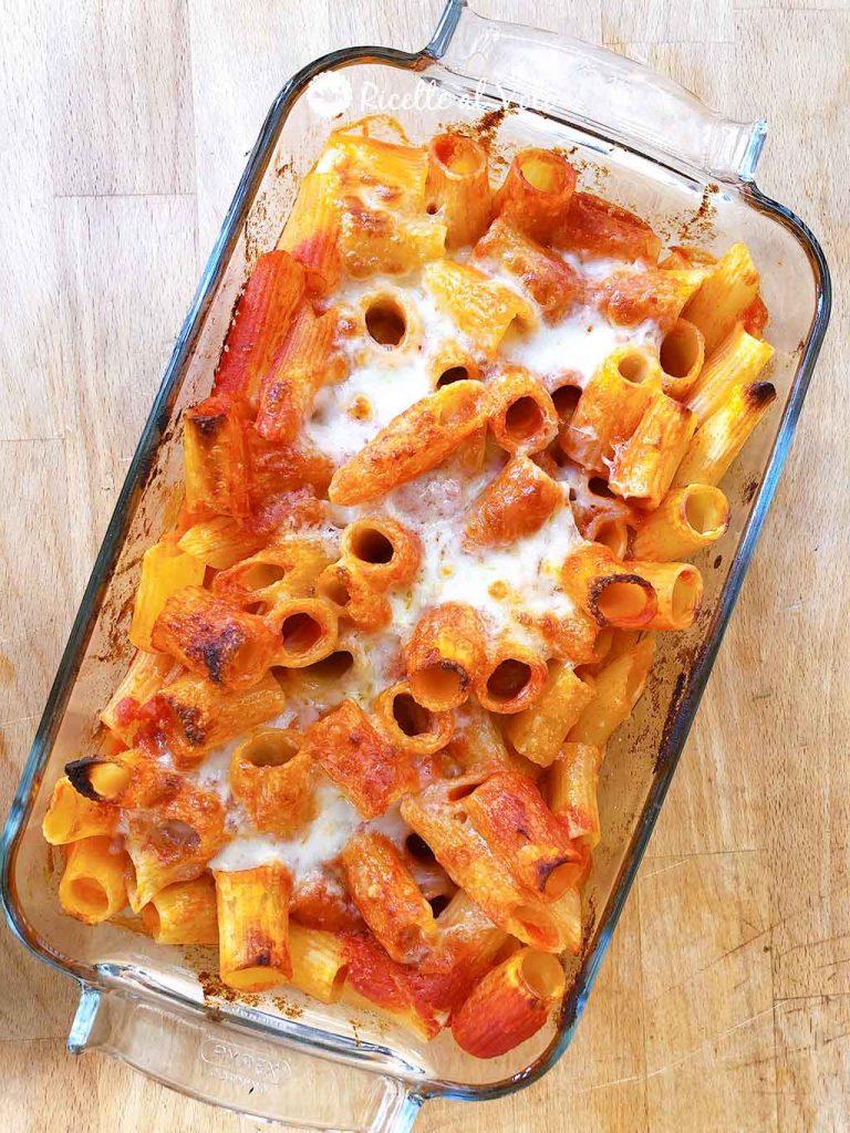 Pasta al forno con mozzarella ricetta facilissima