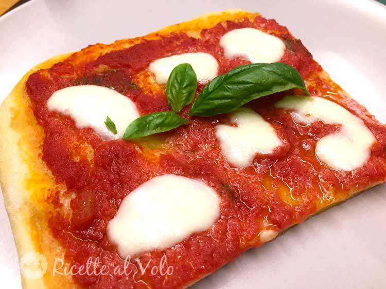 Pizza Margherita ricetta con impasto fatto a mano