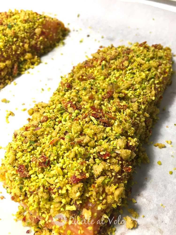 Filetti di salmone al forno in crosta di pistacchi