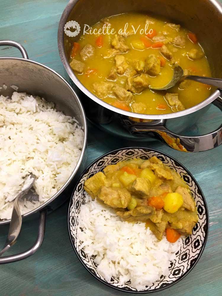 Spezzatino di vitello al curry con riso e verdure