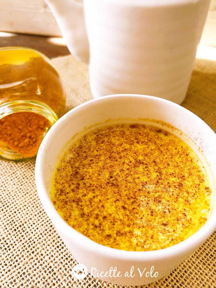 Golden milk: ricetta e benefici del latte d'oro alla curcuma