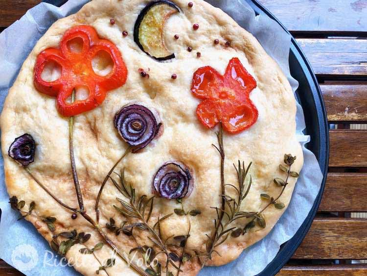 Focaccia decorata con verdure ricetta facile