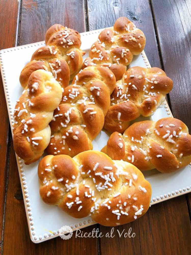 Treccine soffici di pan brioche