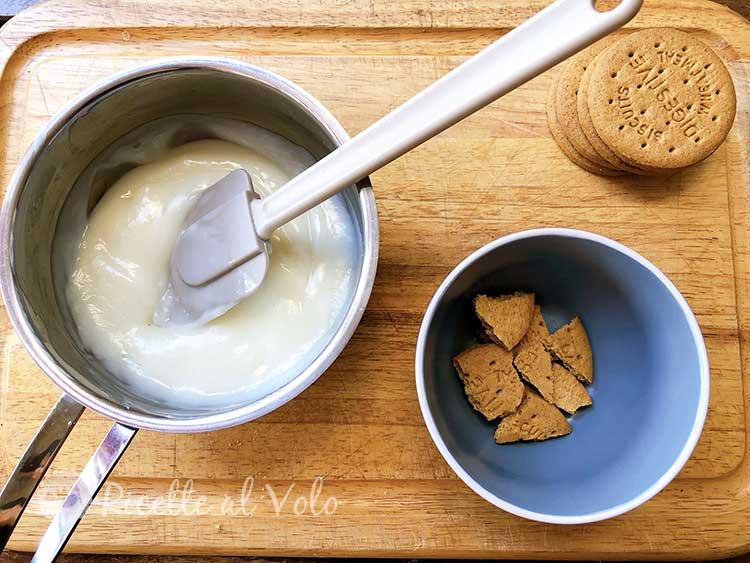Biancomangiare budino al latte con biscotti