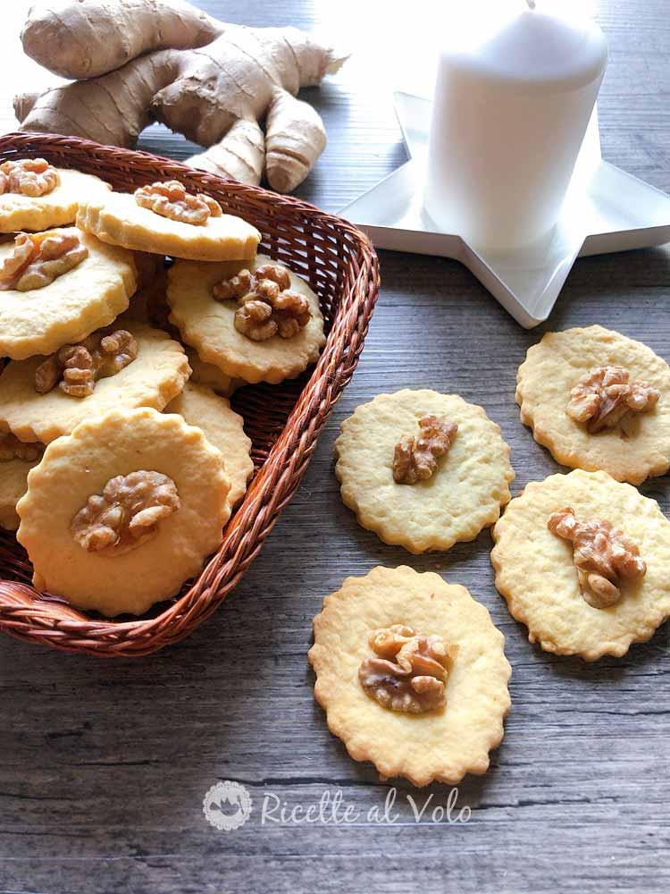Biscotti di pasta frolla con noci e zenzero