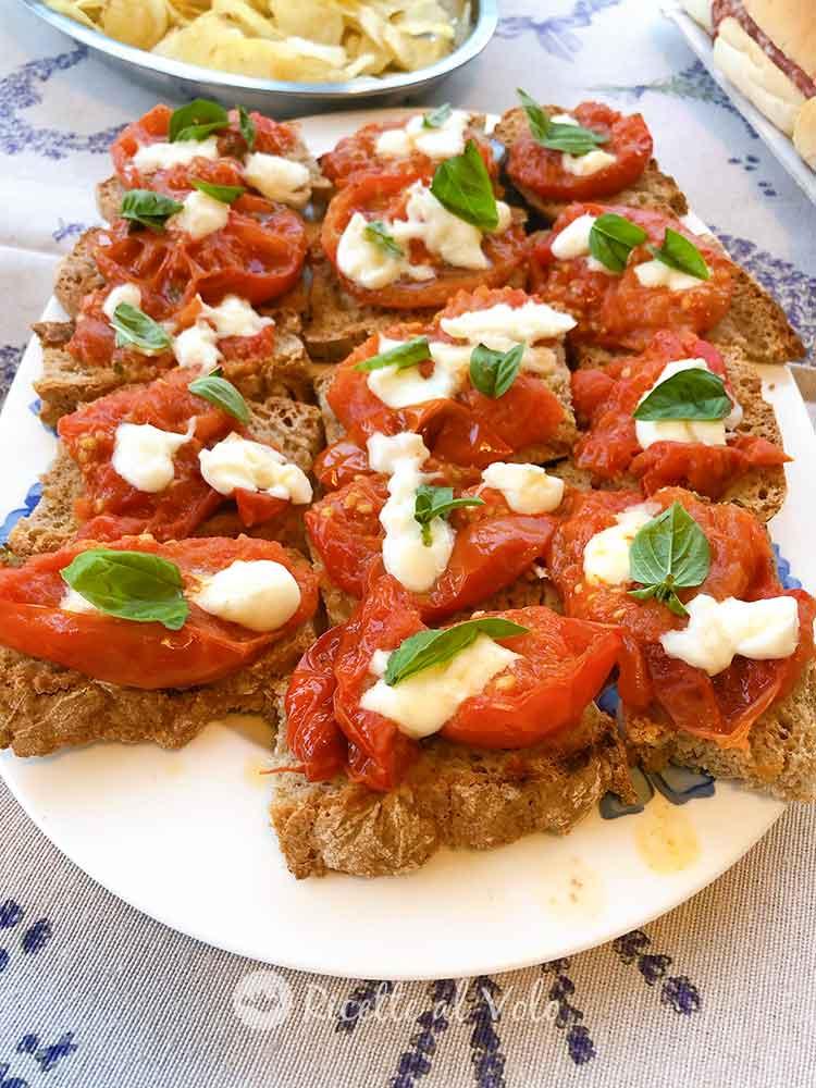 Bruschette di pane ai 7 cereali e pomodori grigliati