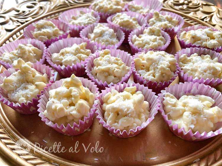 Cioccolatini bianchi con riso soffiato e cocco