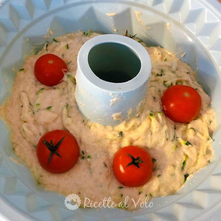Ciambella salata con zucchine e pomodorini